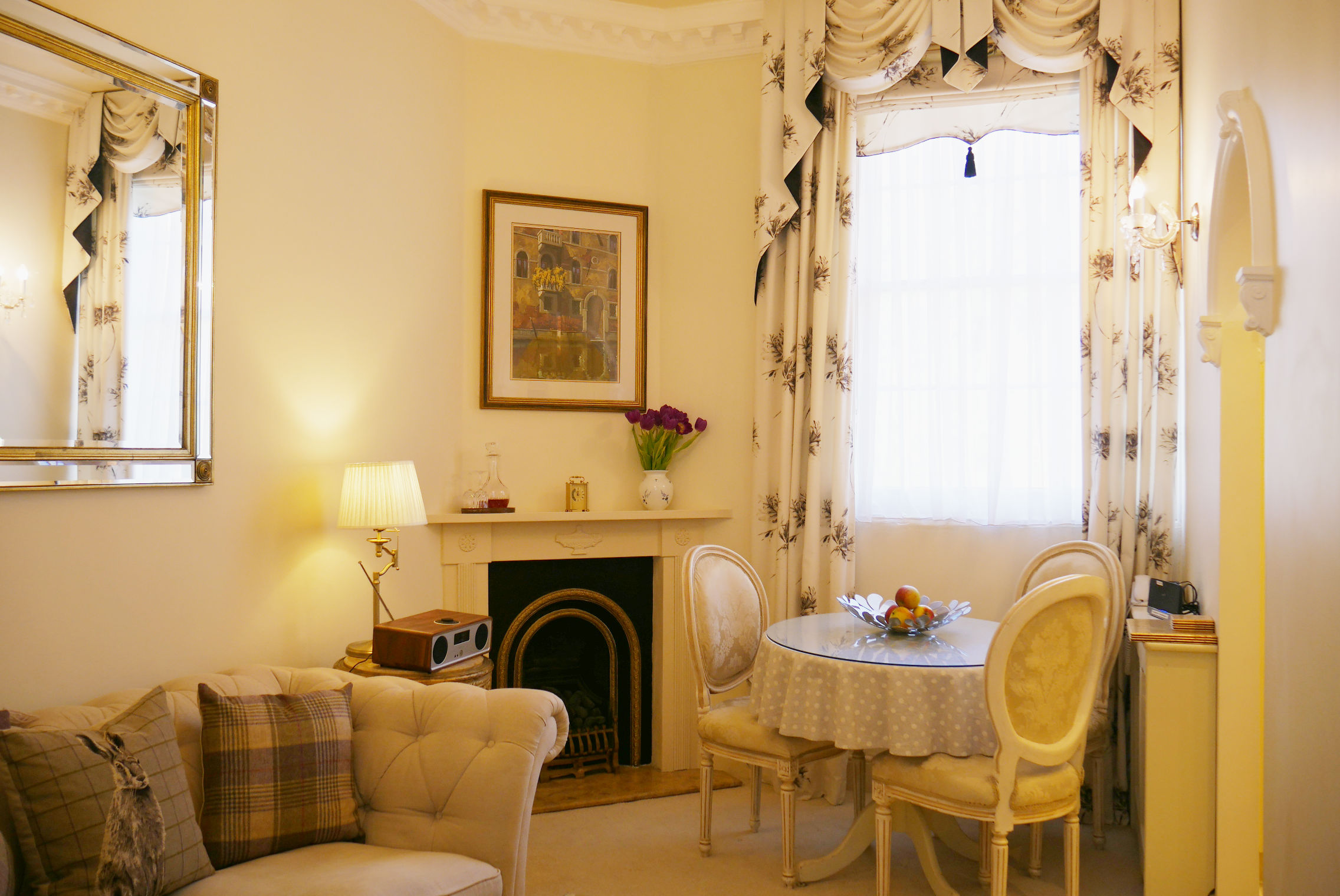 The open plan living space in The Hesketh Crescent Self Catering Holiday Apartment in Torquay