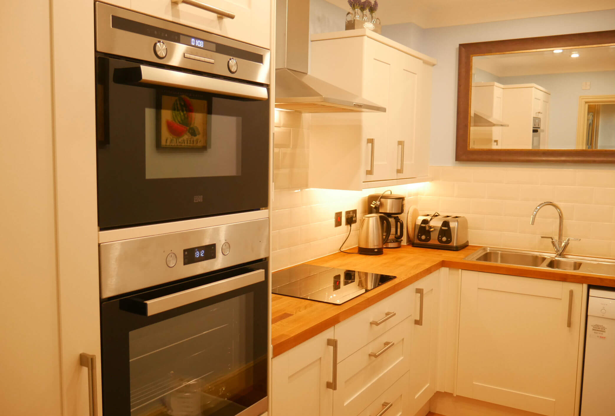 The Muntham Apartments and Townhouse Torquay. Apartment 3 kitchen.